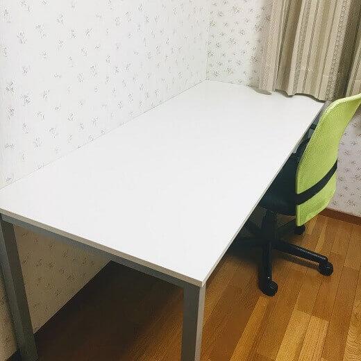 幅160cmの真っ白い机を購入したら、とても快適になった話