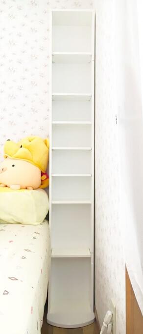 ベッド横に飾り棚