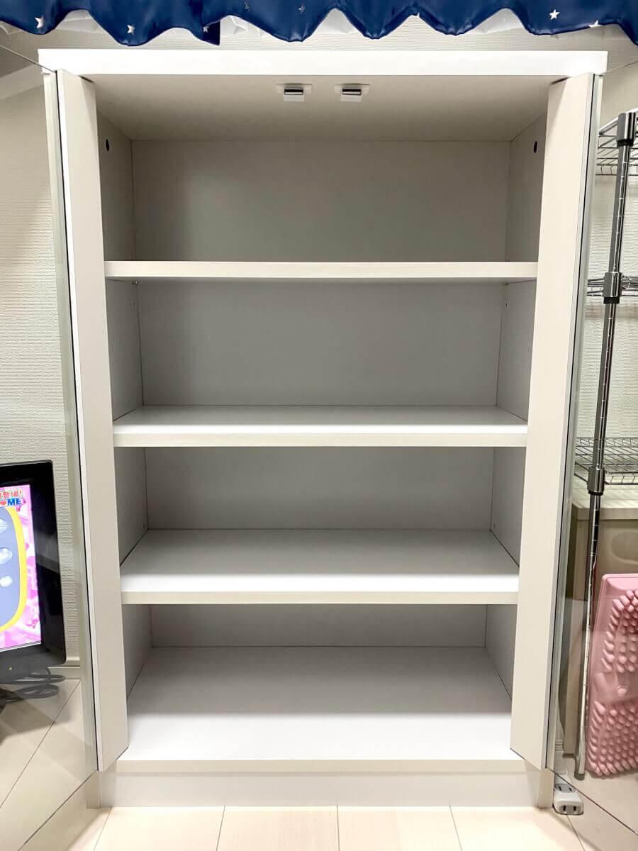 ロータイプの食器棚