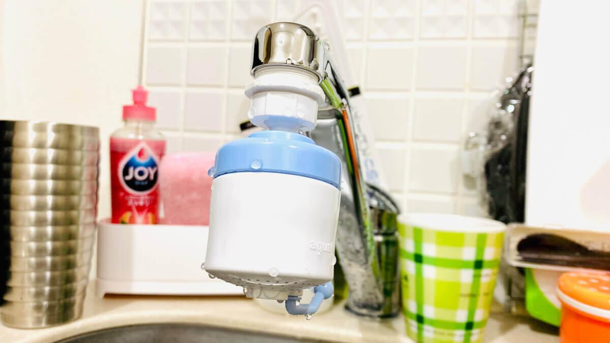 キッチンの泡沫水栓にダイソーの「スイング蛇口」を取り付ける
